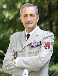 Général Bruno CucheChef d'état major de l'armée de terre 2006-2008 (démission)