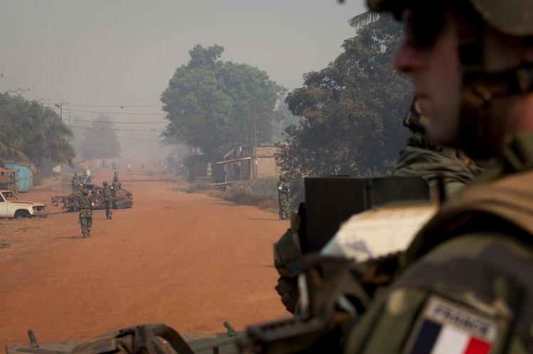 Patrouille mixte à Bangui franco-burundaise. Crédit : ECPAD / EMA