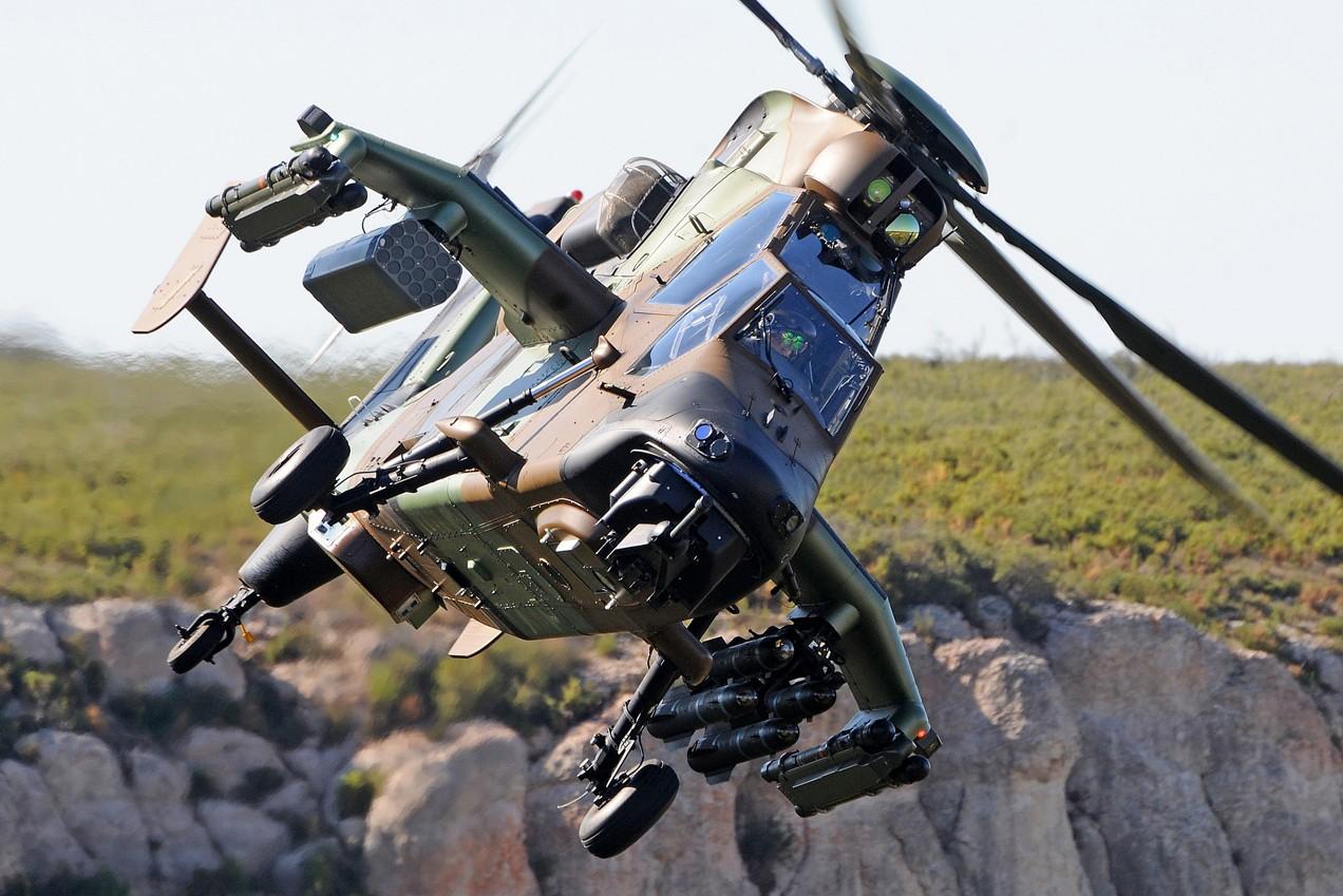 Tigre avec un lance-roquettes sur son coté droit. Crédit photo : Airbus Helicopters.