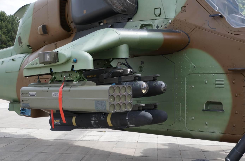"""Lance-Roquettes à induction """"Telson"""" de TDA Armements panaché avec des missiles américains Hellfire sur l'hélicoptère Tigre. Un sous-officier nous a indiqué que les nouvelles roquettes à induction de TDA leur facilitaient le travail en terme de confort (un seul servant suffit) et de rapidité."""