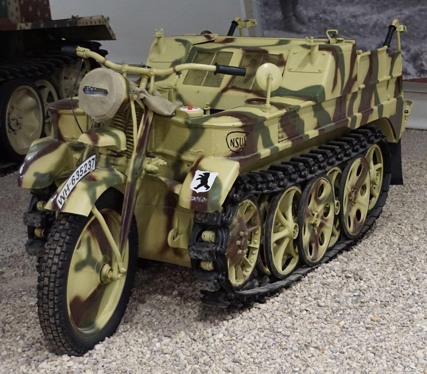 Le SdKfz 2, plus connu sous les noms de Kleines Kettenkraftrad HK 101 ou Kettenkrad . Park-Patriot-Expo-blind%C3%A9s-42-THEATRUM-BELLI-St%C3%A9phane-Gaudin-Kettenkrad