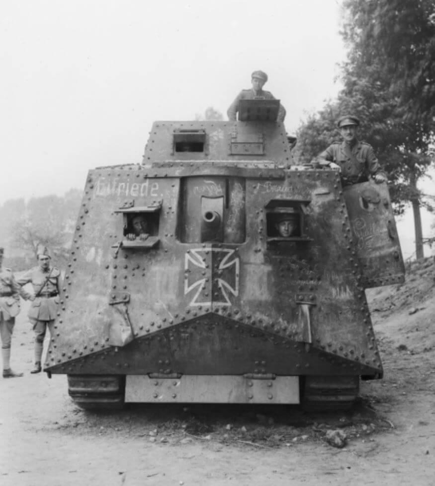 Char Mark IV Britannique capturé par les Allemands à Cambrai WW1