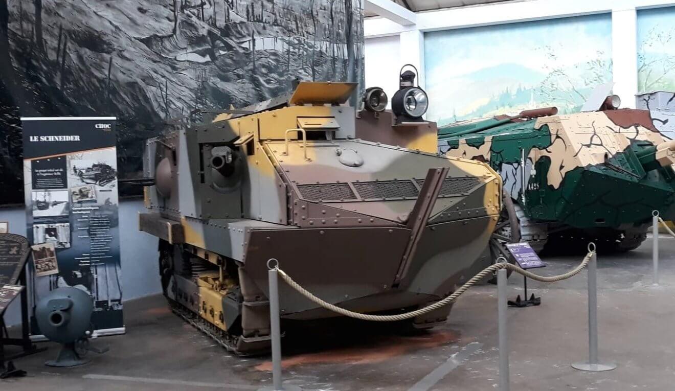 Chronique des blindés : Le char Schneider du Musée des Blindés 121307899_792124251579917_1026140885418867704_n-1320x765